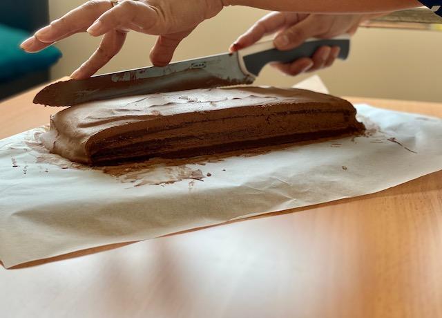 cutting cake sides